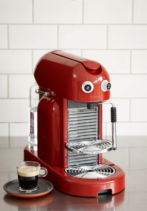 Machine nespresso maestria caf chic vid o actualit s culinaires - Auchan machine a cafe nespresso ...