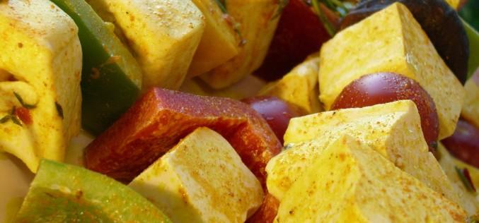 Recette VeGe'Tables : brochettes de tofu mariné
