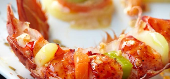 Recette : Demi-homard et ses fines tranches de legumes, sauce champagne