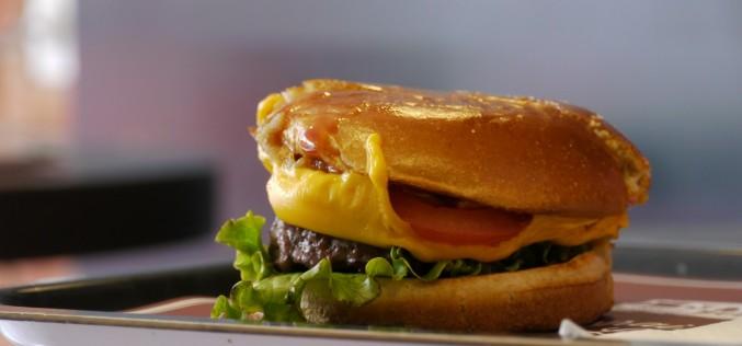 Mythic Burger se lance dans le burger livré à domicile