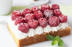 """Recette : tarte """"Quatre-quarts"""" express sans cuisson, aux framboises et noix de coco"""