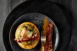 Recette : sablés de Maroilles, oignon et poireau, poitrine de porc croustillante